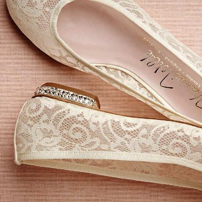 Chaussures plates au mariage