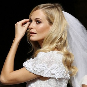Gros plan sur Poppy Delevingne lors de son mariage. Photo Neil Mockford/Alex Huckle/GC Images.